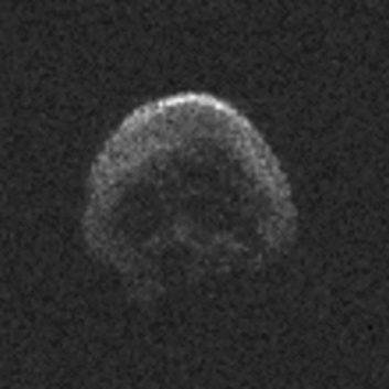 Asteroida czaszki (Helloween) 2015 TB145 znów leci do ziemi